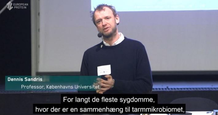 Et billede af Dennis Sandris Nielsen fra Københavns Universitet, der holder foredrag om betydningen af tarmsundhed hos grise
